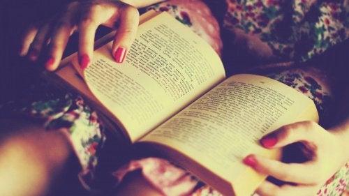 Ehkäise dementiaa lukemalla