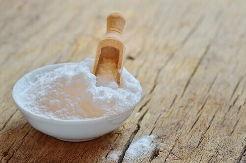 Dish of baking soda on a wooden table