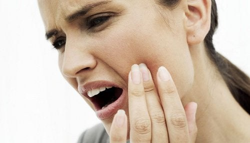 10 Natural Remedies for Soothing a Severe Toothache