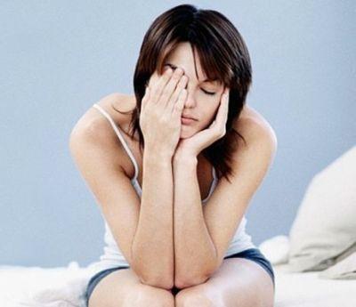 Naisen kipu raajoissa aiheuttaa väsymystä