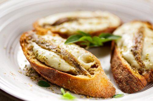 Sardiini-juustoleivät