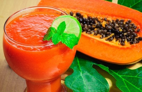 Papaya lemon smoothie to detox your body
