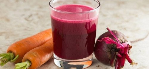 Purifying Beet and Carrot Smoothie for the Liver and Blood