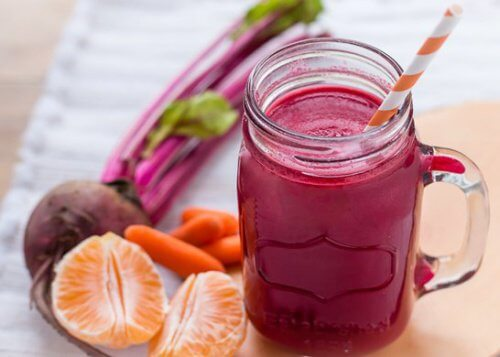 Beet and carrot smoothie with mandarins