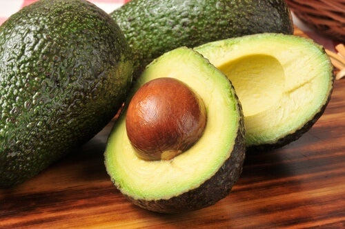 7 Reasons to Never Throw Out Avocado Seeds Again