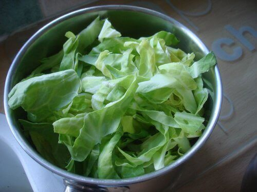 Raw cabbage remedy for heartburn