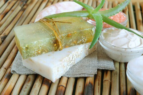 make moisturizing aloe vera soap