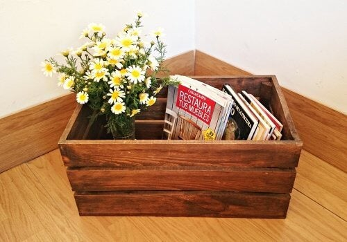 A magazine box made from a crate.