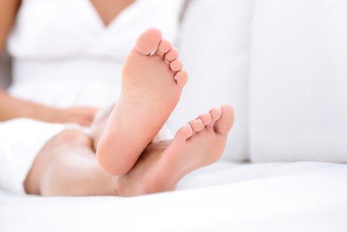 2 healthy feet