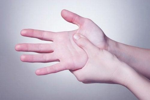 Käden painelu