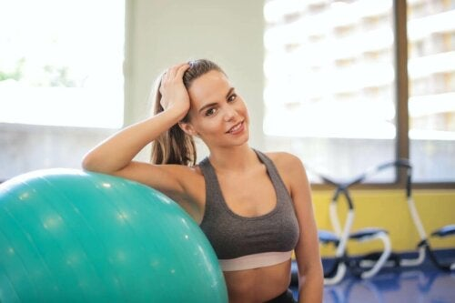 A woman with good self-esteem at the gym.