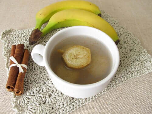 Improve Insomnia With Cinnamon Banana Tea