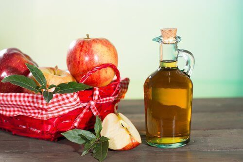 bleaching clothes naturally using apple cider vinegar