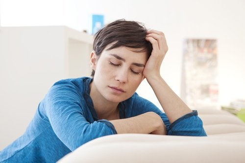 Sign of an ovarian cyst: woman with extreme fatigue