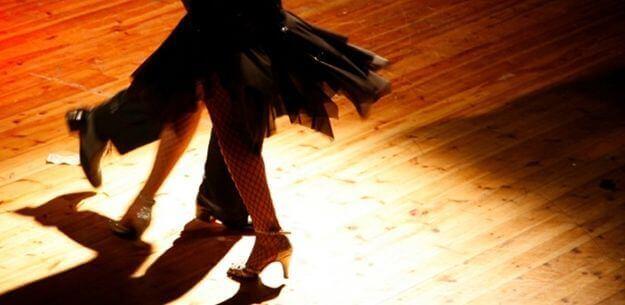 Ehkäise Alzheimerin tautia tanssimalla