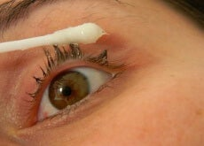 Want Longer Lashes? Try This Natural Treatment