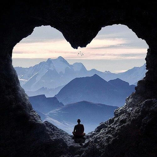 2 heart in a mountain
