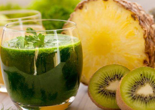 2 pineapple and kiwi juice