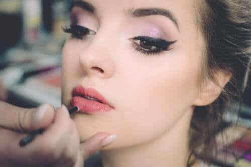 Eight Cosmetic Tricks for Hiding Droopy Eyelids