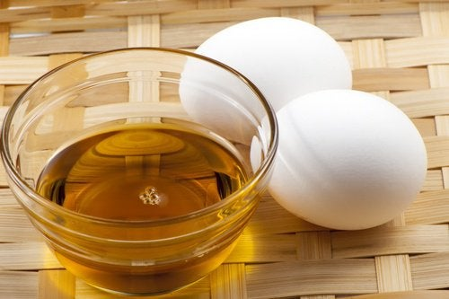 Egg yolk oil and honey cream