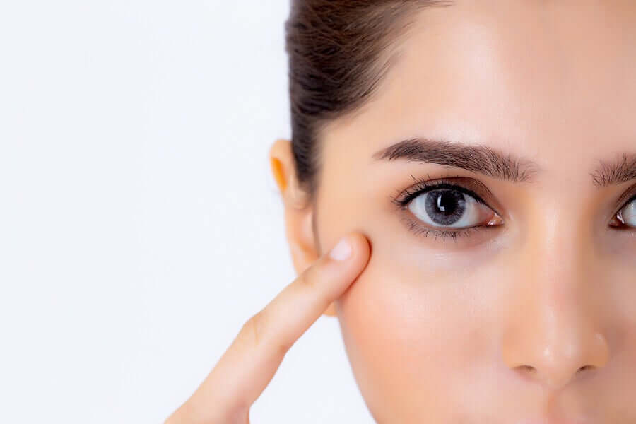 How to care for the area around your eyes.