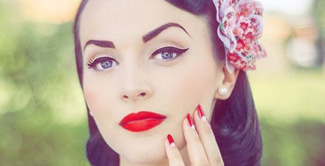 eyeliner pinup