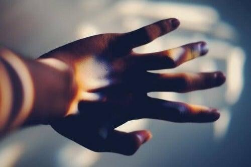 Korvaamaton käsi