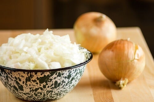 how to prepare onion juice to prevent hair loss