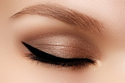 Cat eye style makeup
