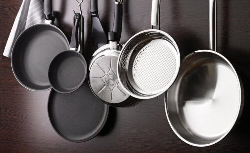 5 pots and pans