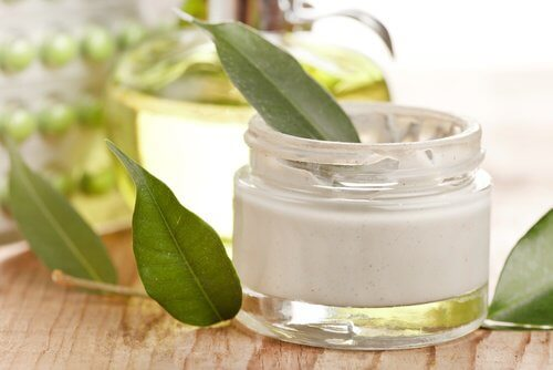 Anti-wrinkle cream in a glass jar