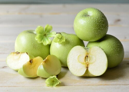 Apples used in a cleansing smoothie