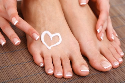 Aspirin paste in a heart shape on foot aspirin to remove calluses