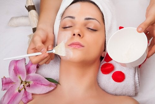 Woman getting a face mask in a spa