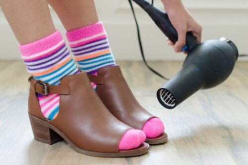 hair dryer on shoes