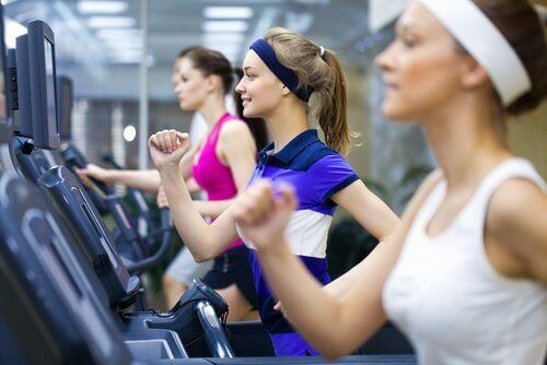 Have to pee women in gym doing cardio exercise
