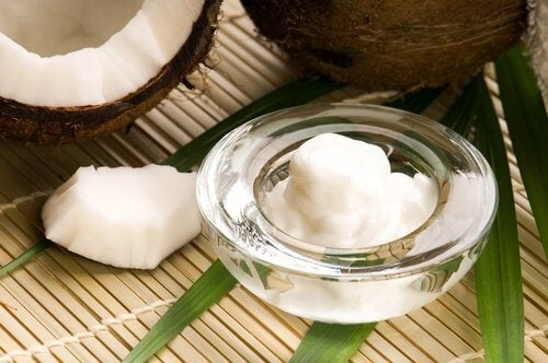 how to clean your face with coconut oil
