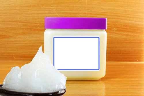 Petroleum jelly to polish wood surfaces