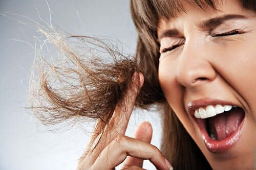 6 Tips for Naturally Sealing Split Ends