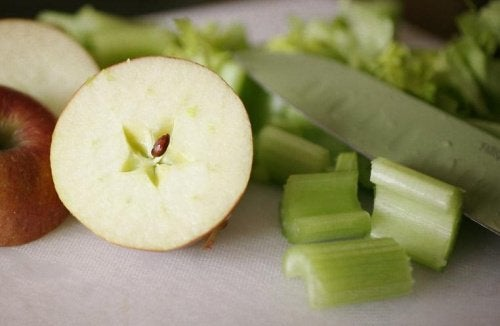 celery and green apple juice to detox your kidneys