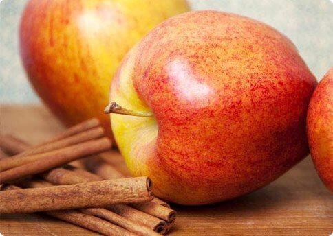 दालचीनी-पानी के साथ सेब और नींबू के फायदे