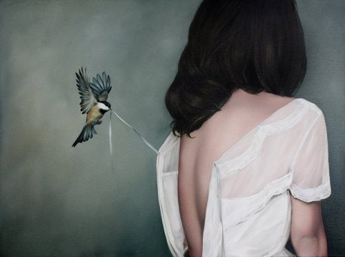2-woman-and-bird