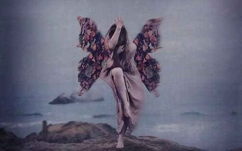 Nainen perhosen siivet