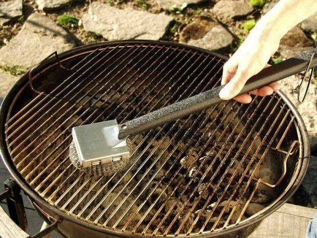 using aluminum foil to clean the grill