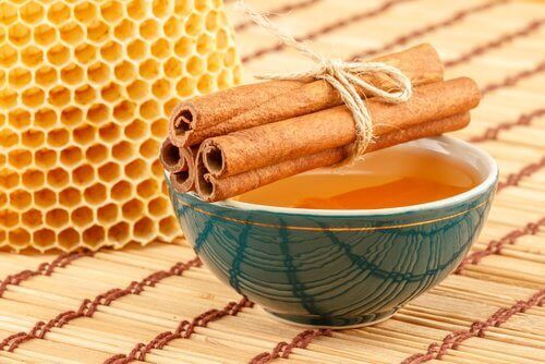 Honeycomb and cinnamon sticks