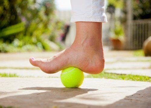 How to Use a Tennis Ball to Calm Plantar Fasciitis Pain