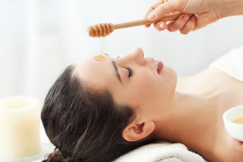 Uses for honey in cosmetics