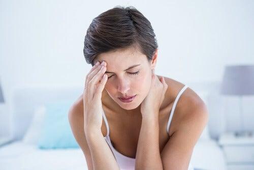 woman-migrainte