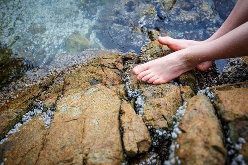 Ice water on the feet can have great benefits on your health