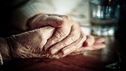 4-elderly-hands